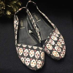 Mad Love-Black/White/Pink-Skulls-Size: 11 Slip Ons